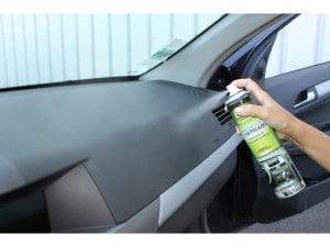 Entretien voiture 10 astuces pour la faire durer abid for Renovateur plastique voiture interieur